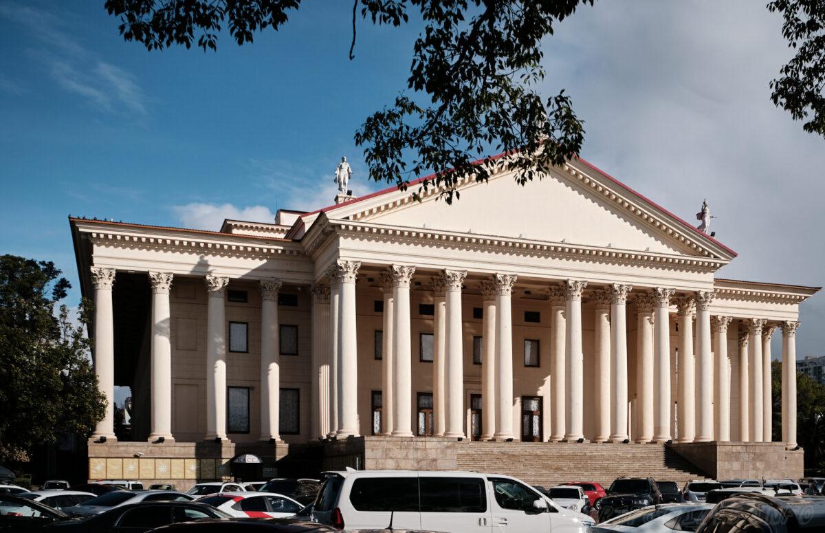 Зимний театр в Сочи - Главный вход