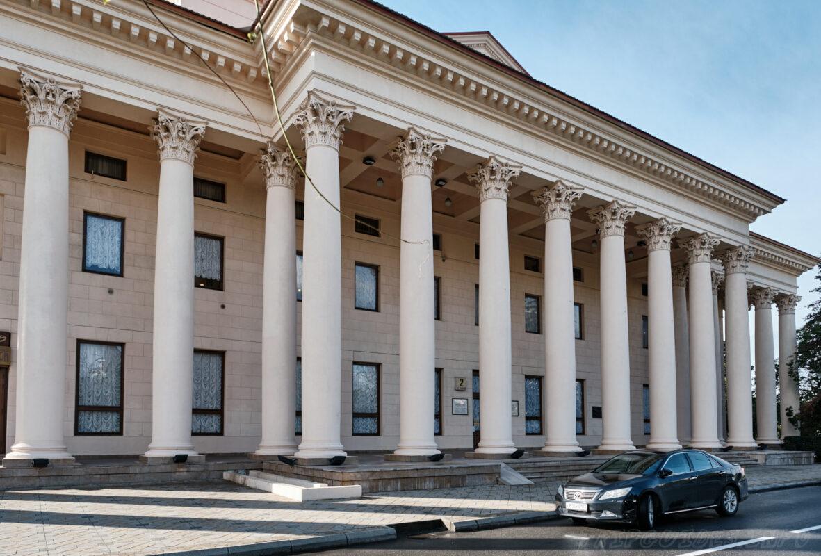 Зимний театр в Сочи - вид сзади