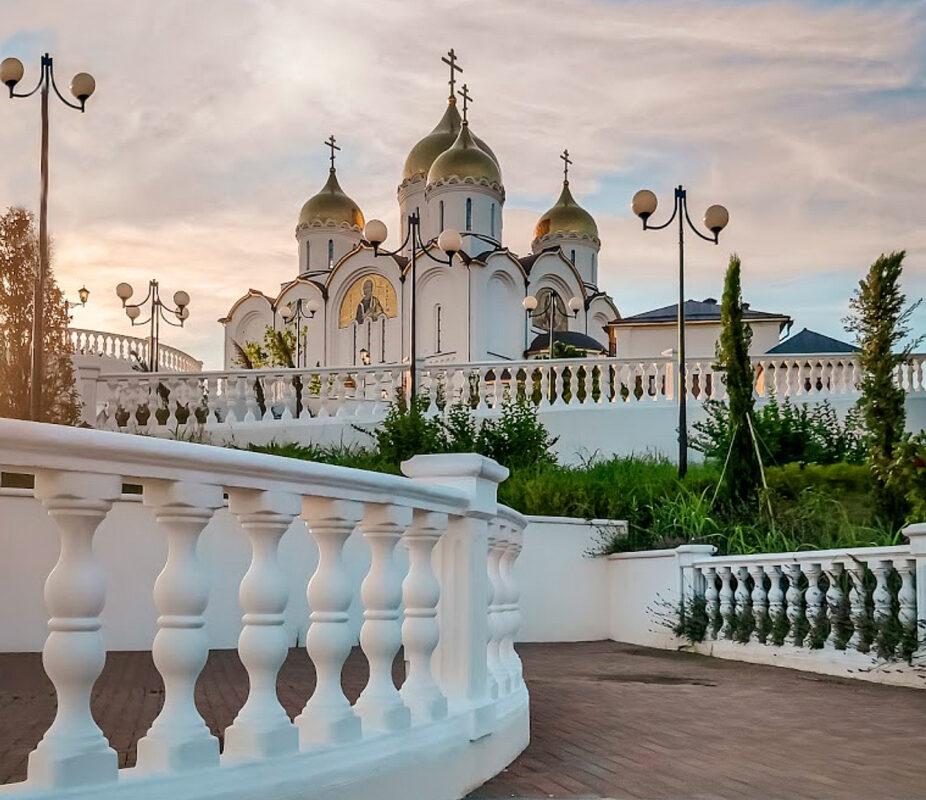 Андреевский парк в Геленджике - юг России - Вид на Собор Андрея Первозванного
