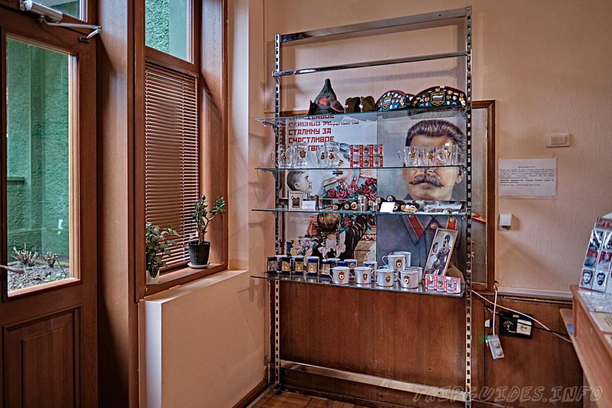 Магазин сувениров на кассе - Дача Сталина в Сочи