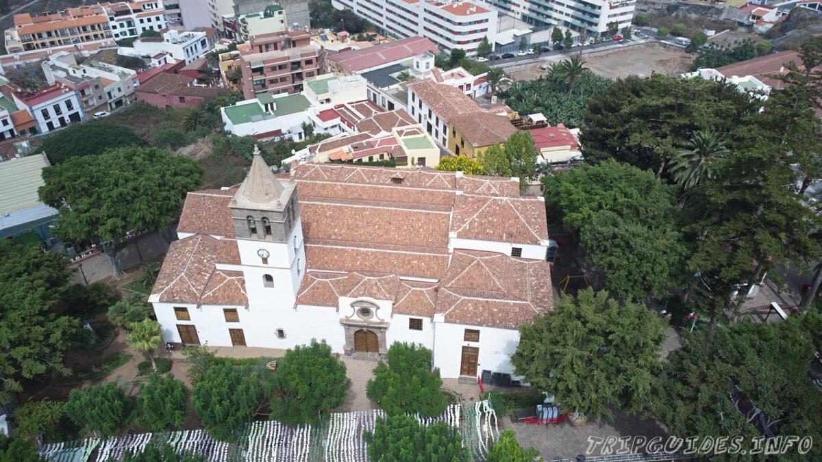 Церковь Сан Маркос с дрона в Икод-де-Лос-Винос на Тенерифе в Испании