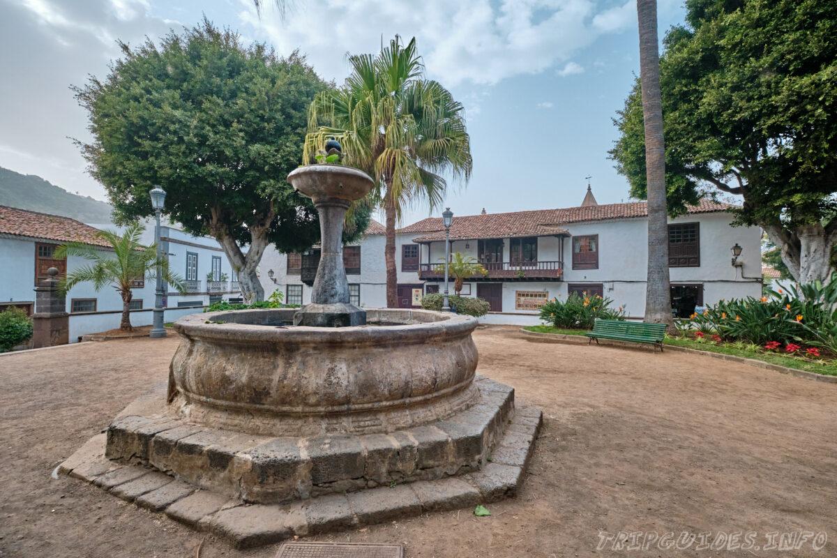 Площадь Конституции (Plaza La Constitución) в Икод-де-Лос-Винос Тенерифе