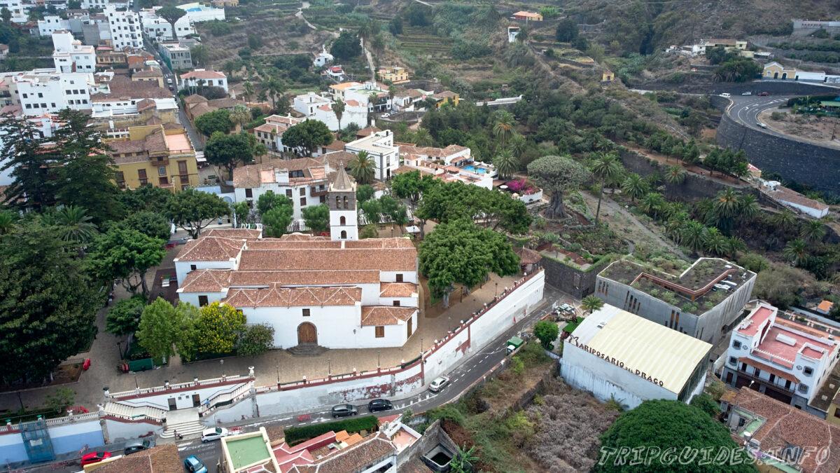 Вид с высоты на историческую часть города Икод-де-Лос-Винос на Тенерифе в Испании