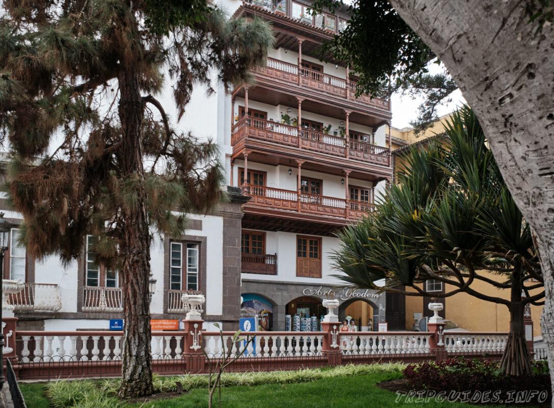 Площадь Андрес де Лоренцо Касерес в Икод-де-Лос-Винос на Тенерифе в Испании