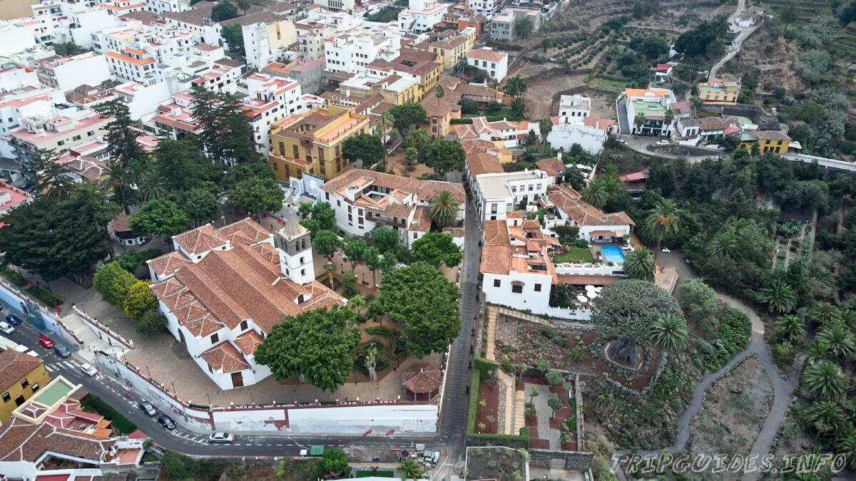Вид с высоты на Икод-де-Лос-Винос на Тенерифе в Испании