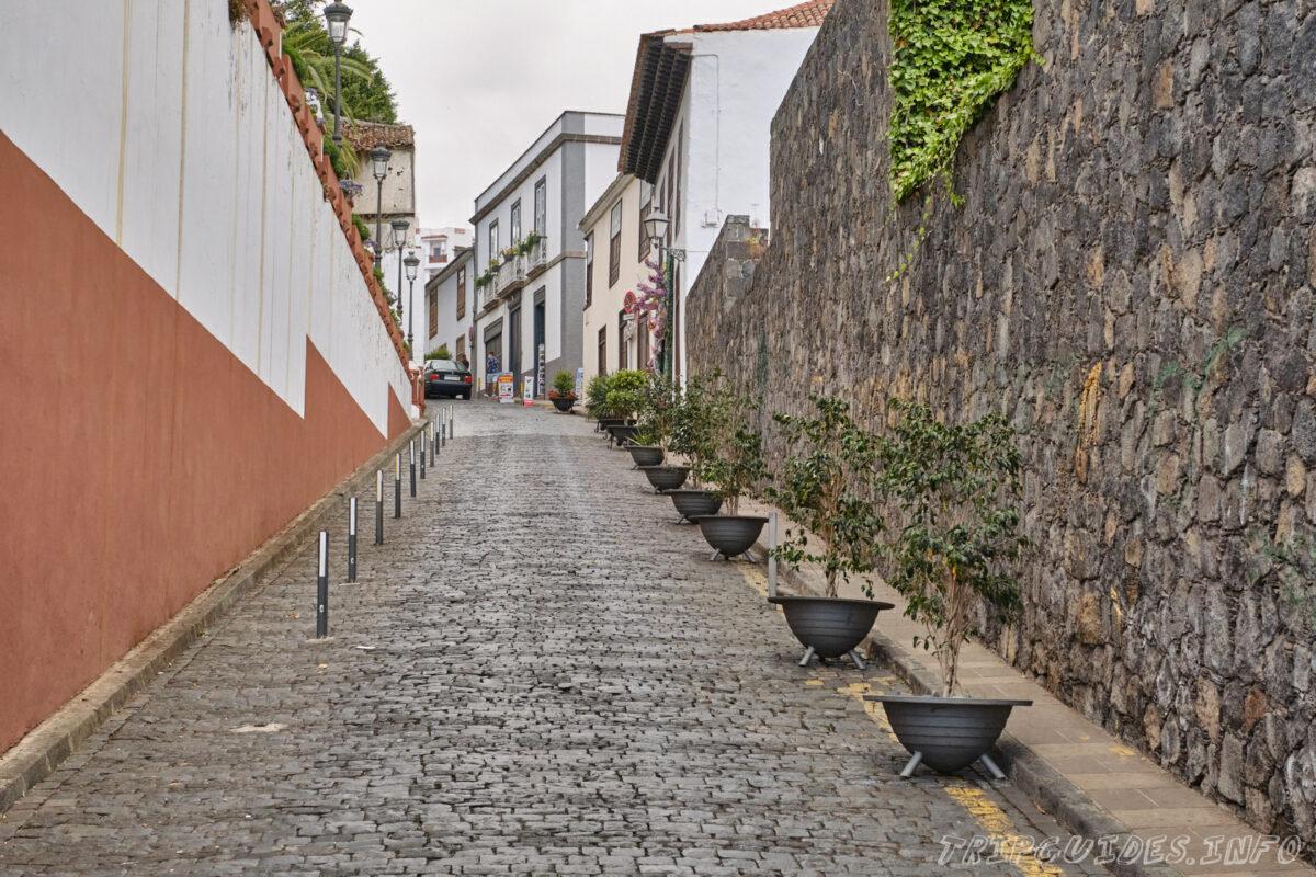 Старинные улочки вымощенные из камня в Икод-де-Лос-Винос на Тенерифе в Испании
