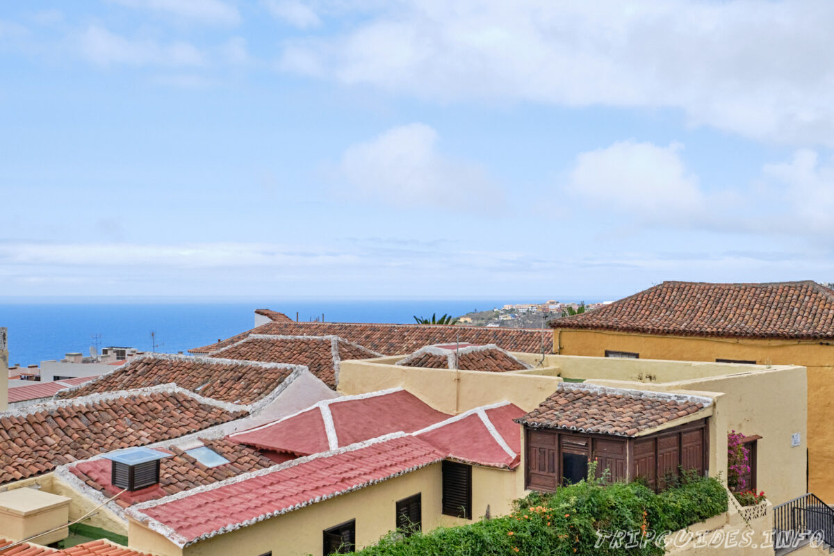 Черепичные крыши в Икод-де-Лос-Винос на Тенерифе в Испании