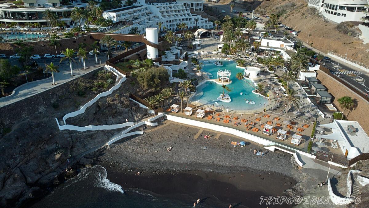 Бассейн с морской водой Hard Rock Hotel Tenerife в Плайя Параисо - курорт на Тенерифе